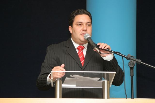 Bruno Lamas realiza discurso durante diplomação