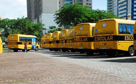 Governo do ES entrega 144 ônibus escolares adaptados para atender os municípios capixabas