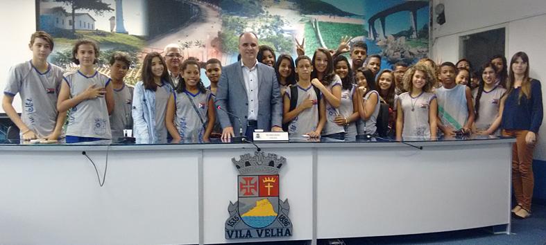 Chiabai recebe alunos da rede pública no Programa Escola na Câmara