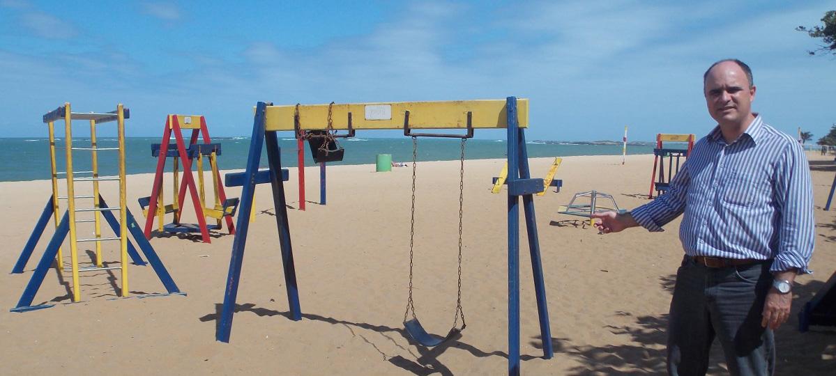 """Projeto """"Parquinho Legal"""" determina divulgação de qualidade da areia em praias e parques públicos"""