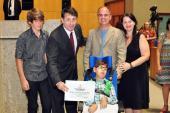 Ricardo Chiabai e família sendo homenageado na Assembléia Legislativa do ES no Dia Nacional da Família