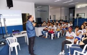 """""""Escola na Câmara"""": UMEF Prof. Thelmo Torres"""