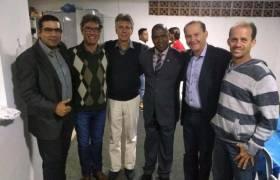 Em visita ao município de Itaguaçú com lideranças religiosas e políticas da cidade