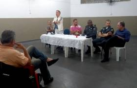 Reunião no Centro Comunitário de Itapoã com Polícia Militar e comunidade