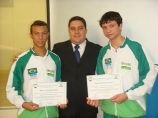 Bruno Lamas congratula alunos da Seleção Brasileira Júnior de Robótica