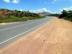 Estrada que liga Serra Dourada a Jacaraípe recebe iluminação