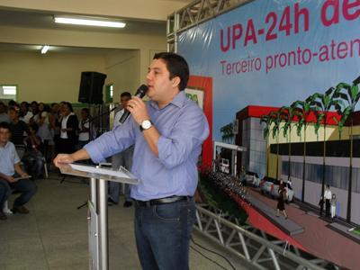 Bruno participa de solenidade de entrega do ginásio da Escola Amélia Loureiro