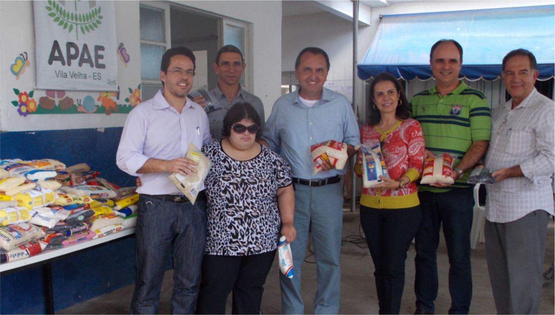 Chiabai participa de entrega de alimentos à Apae de Vila Velha