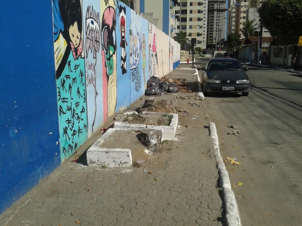 """Chiabai fiscaliza: Lei do """"Calçada Legal"""" não está sendo cumprida em Vila Velha"""