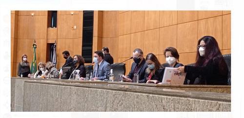 Comissão de Educação propõe investigação e promotora garante providências no caso de professores agredidos