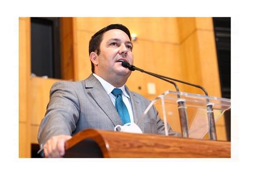 Bruno questiona o governador sobre reajuste salarial e plano de carreira para professor