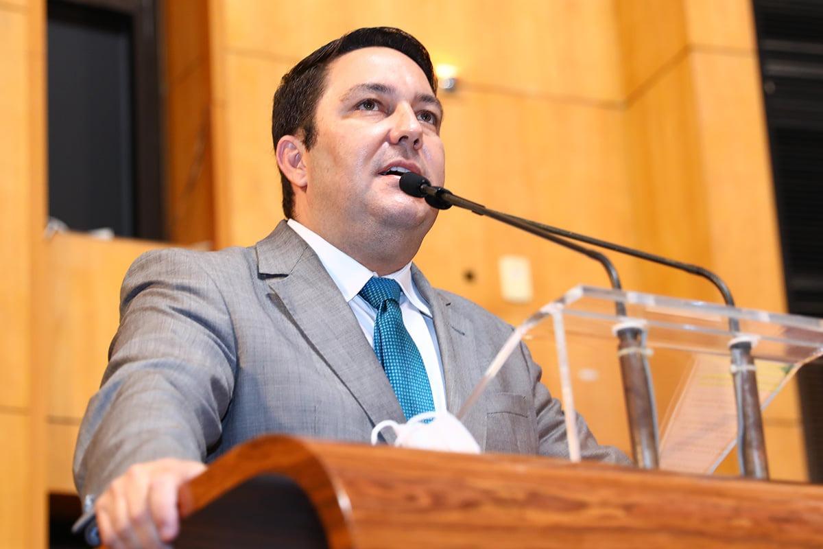 Bruno pede apoio para aprovar PEC que garante direito de pedagogos a terem dois vínculos de trabalho na rede estadual