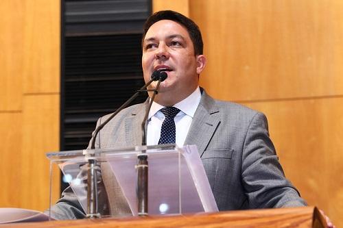 Bruno recebe alunos da Faculdade Doctum e defende a formação política dos jovens