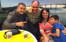 """Visita com Flávia e Pedrinho a Rossini Macedo, no programa """"Bom de Papo"""", TV Tribuna"""